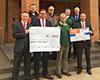 Symbolische Spendenübergabe in Gelnhausen