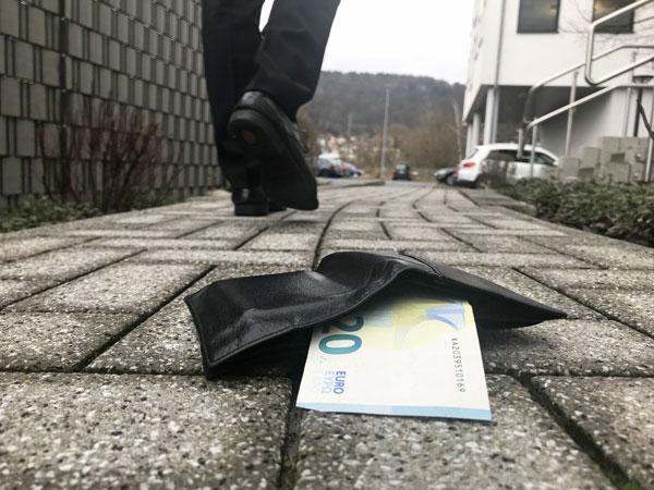 Geldbeutel weg oder Portmonee verloren - Keine Panik - VR Bank Main-Kinzig-Büdingen eG