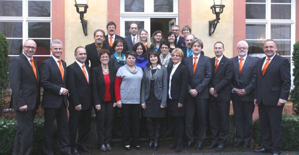 VR Bank Main-Kinzig-Büdingen ehrt Mitarbeiter für 40- und 25 Jahre Betriebszugehörigkeit