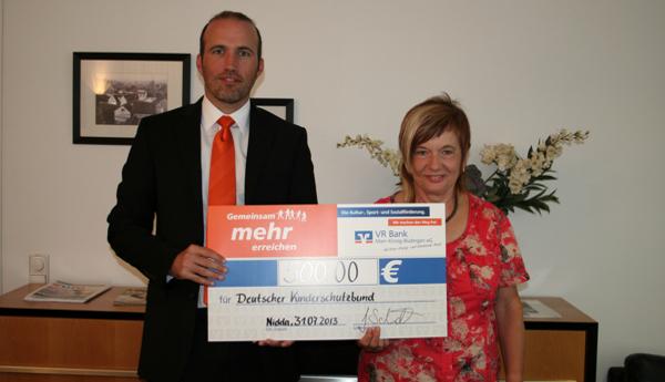 VR Bank übergibt Spende an den Kinderschutzbund Orstgruppe Schotten