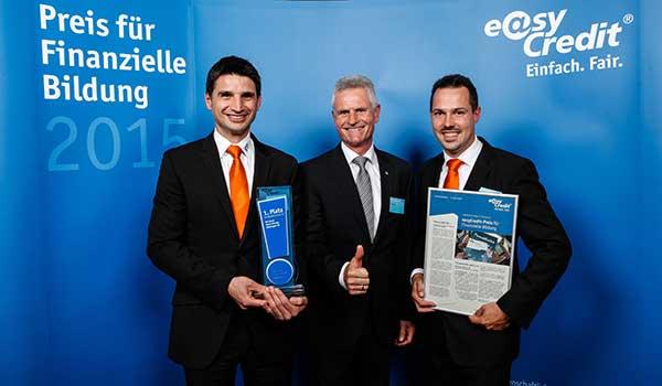 VR Bank nimmt easyCredit-Preis für Finanzielle Bildung in Nürnberg entgegen