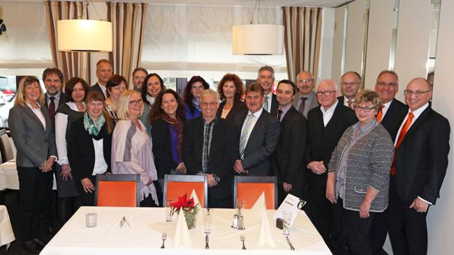 VR Bank Main-Kinzig-Büdingen ehrt Mitarbeiter für 40- und 25-jährige Betriebszugehörigkeit