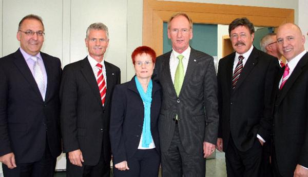 VR Bank Main-Kinzig-Büdingen ehrt Vorstandsmitglied