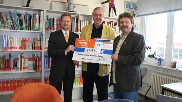 VR Bank übergibt Spende an Schule am Dohlberg