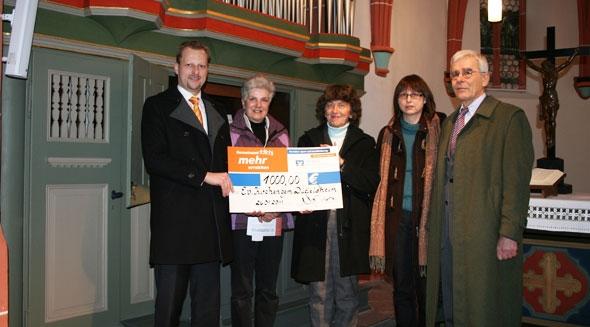 VR Bank spendet 1.000 Euro für Düdelsheimer Kirche
