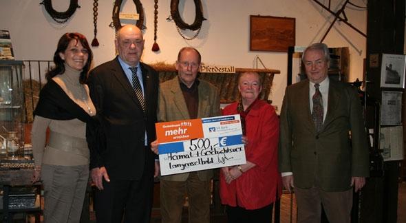 VR Bank übergibt Spende im Heimatmuseum Langenselbold
